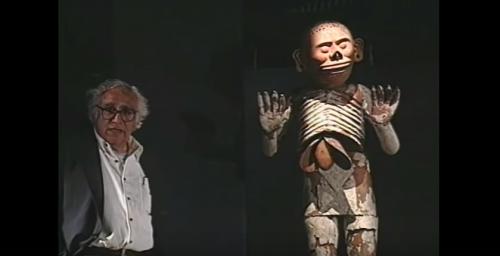 Carlos Monsiváis en el Templo Mayor, Ciudad de México