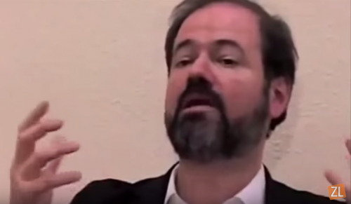 """Aunque """"sobrevalorado"""", Juan Villoro destaca el rol del escritor"""